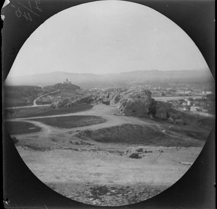 Чудесный панорамный вид на столицу с холма Ареопаг.