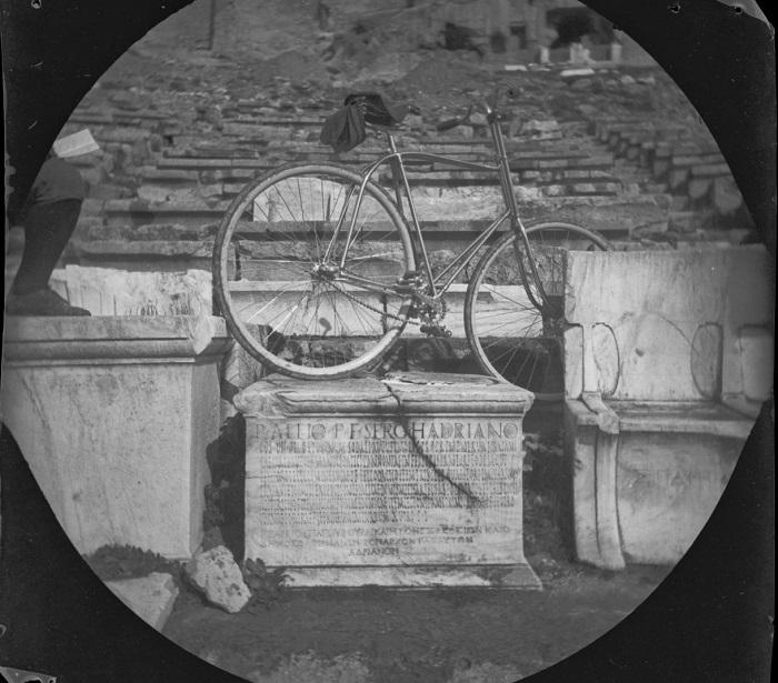 Велосипед Уильяма Захтбелена в ложе Адриана.