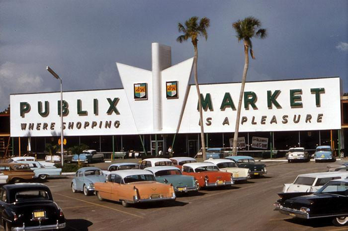 В супермаркете «Пабликс («Publix») всегда можно купить качественную говядину, курицу, овощи, фрукты. Штат Флорида, 1961 год.