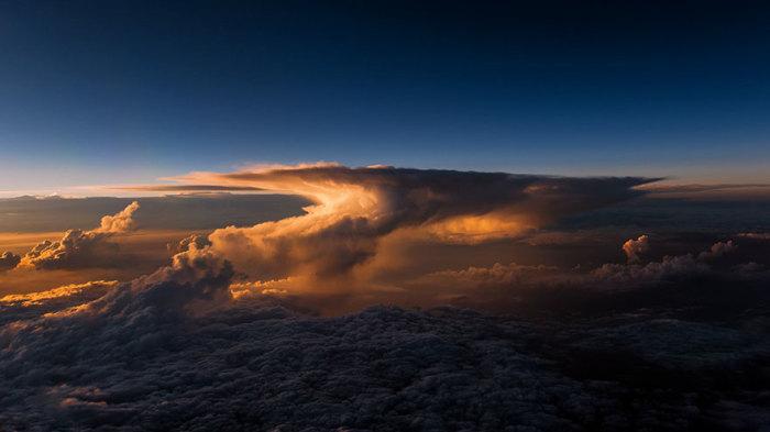 Красота, которую можно увидеть, только поднявшись высоко над облаками!