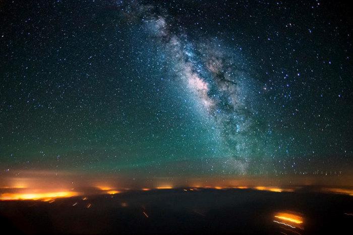 Красивый снимок звездного неба над Синайским полуостровом.
