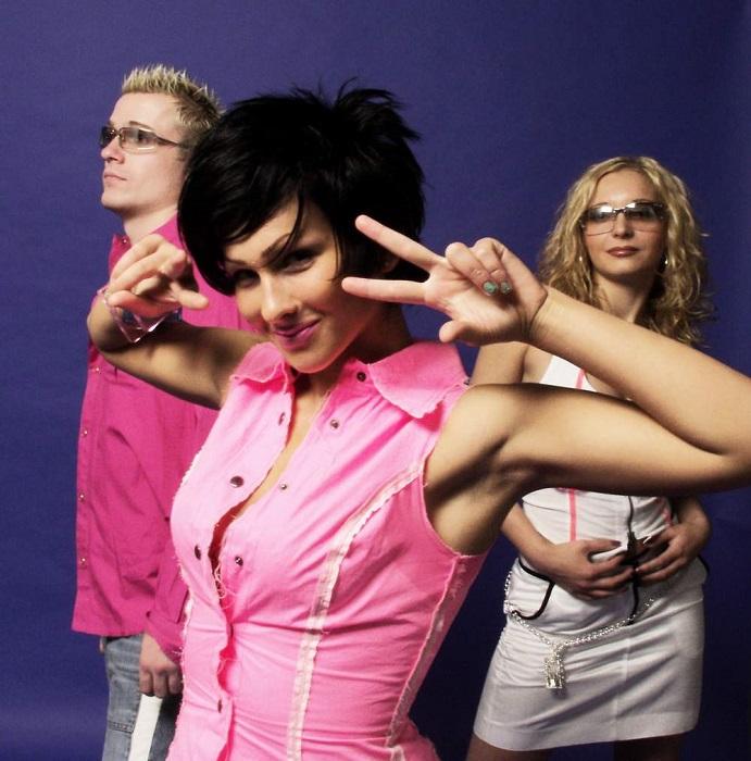 Группа под руководством продюсера Алексея Воронова, ворвалась на сцену с песней «Старший брат» и прогремела по всей стране с невероятным успехом. /Фото: filescosmo.weebly