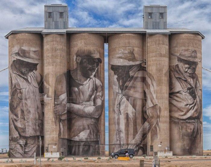 30-метровые резервуары зернохранилище в небольшом селении Брим на юго-востоке Австралии.