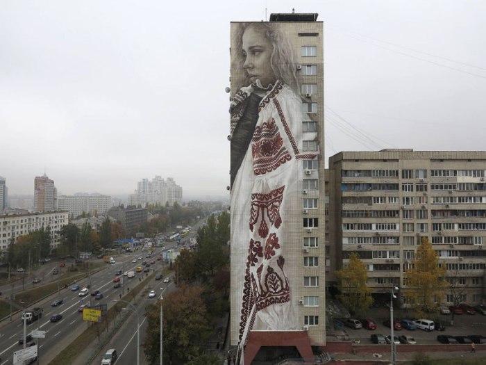 Патриотичный мурал в Киеве.