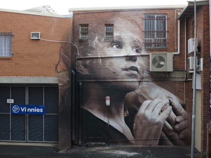 Настенный реалистичный портрет в Лисмор, Новый Южный Уэльс.