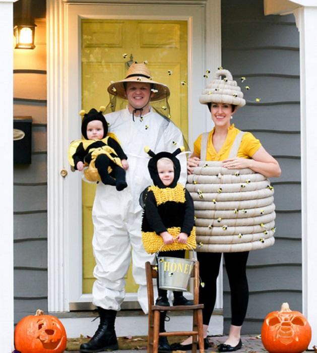 Пчелиная семья и пчеловод готовы собирать мед.