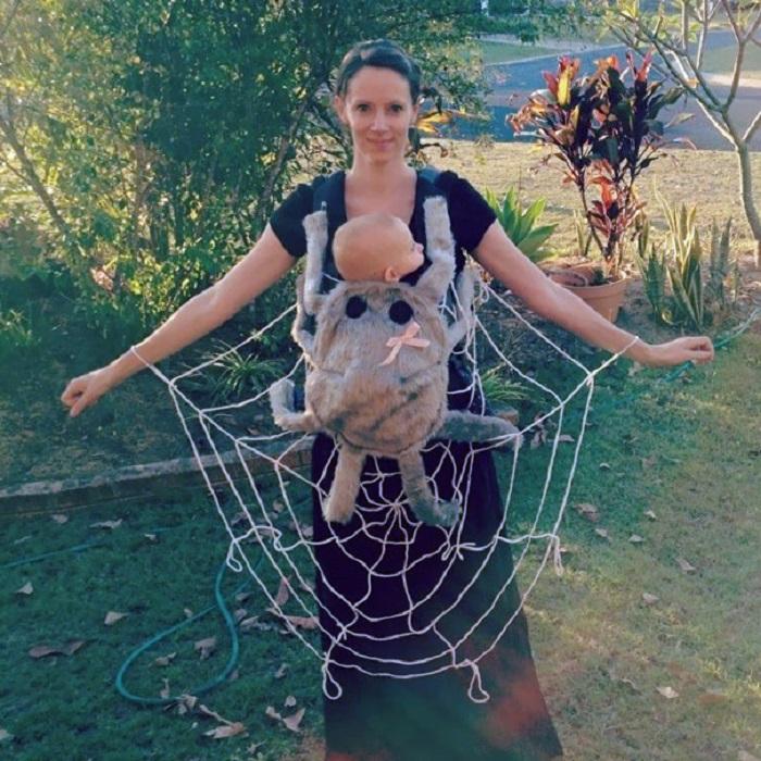 Очаровательный костюм не разлучает маму и сыночка.