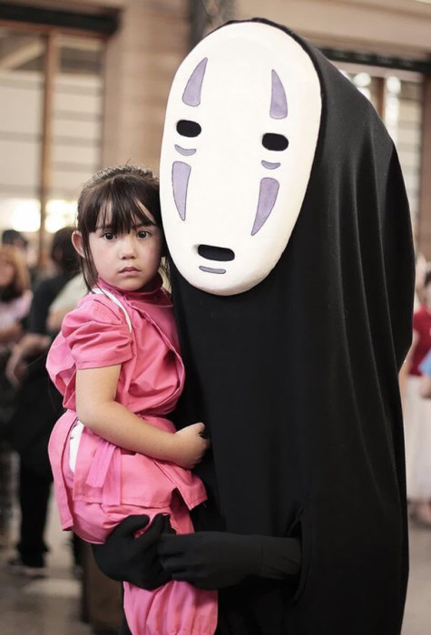 Необычный костюм, немножечко жутковат и страшен.