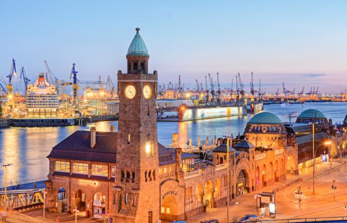 Второй по величине город в Германии и одним из самых красивых в стране. В Гамбурге самый большой порт страны — второй по загруженности в Европе и третий по величине в мире после Лондона и Нью-Йорка. Север Германии Север Германии hamburg