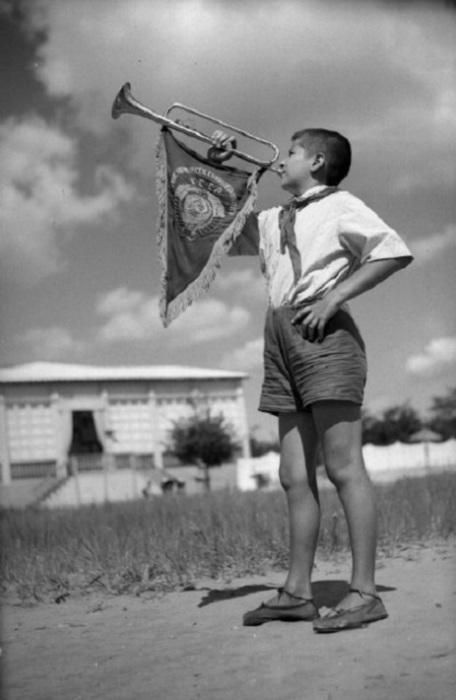 Счастливое детство в пионерском лагере.
