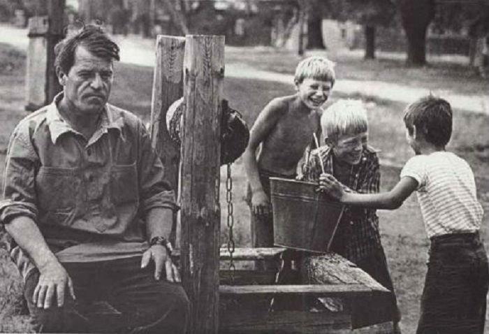 В гостях у деда в селе.