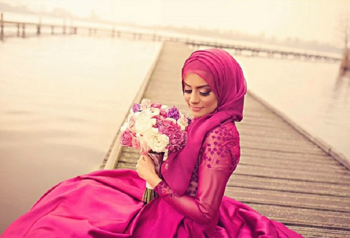 Хиджаб в темно-розовых тонах.