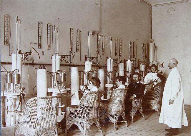 Процедурный кабинет Сестрорецкого курорта под Санкт-Петербургом, 1913 год.