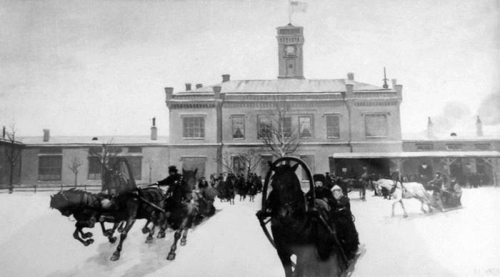 Развозка пассажиров на вокзале в Царском Селе, конец 19 века.