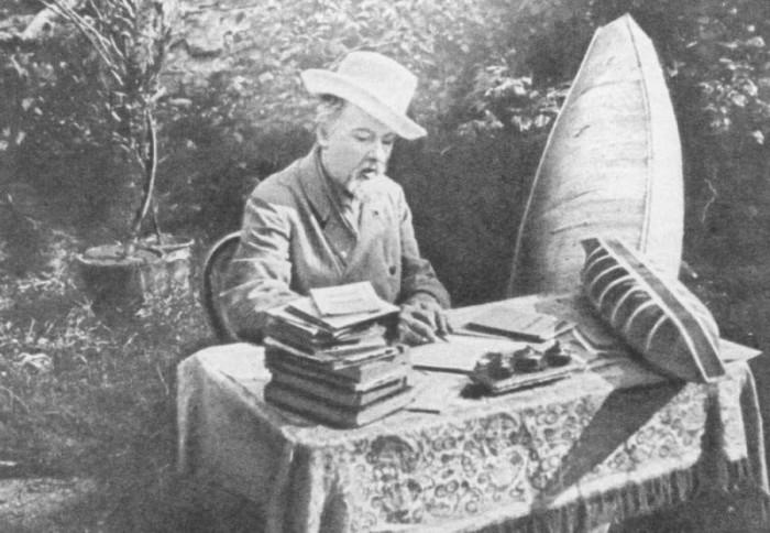 Родоначальник космических полётов за работой, 1932 г. Калуга.
