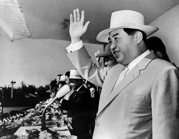 Ким Ир Сен на митинге в честь 16-й годовщины основания Северной Кореи, 1964 год.