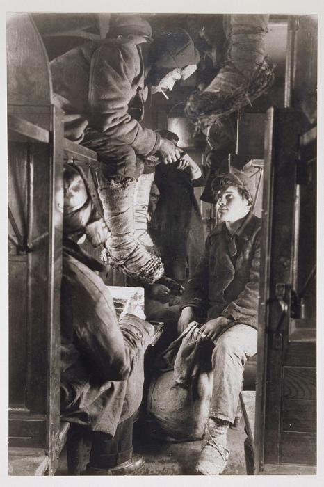 В поезде на Магнитогорск, 1930 год.