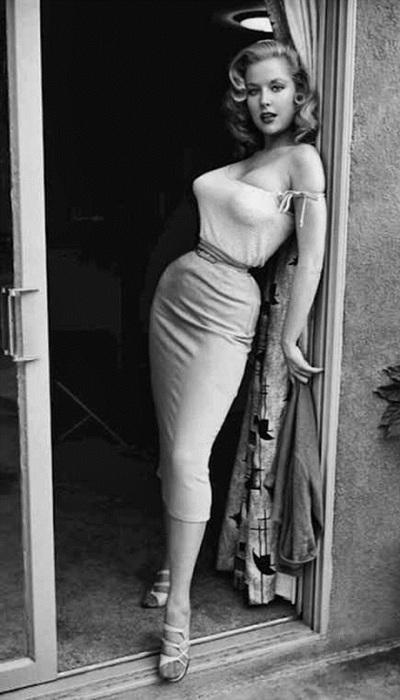 Первая красавица конца 40-х и 50-х годов, звезда обложек и прообраз пин-ап-герлз.