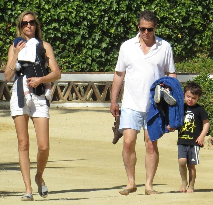 Британский актер стал отцом в 51 год, в 54 года у него уже было четверо детей, а в марте 2018 года в 57 лет - родился его пятый ребенок. /Фото: mydream.golf