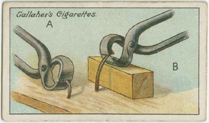 Легче всего это можно сделать, подложив под инструмент в качестве опоры небольшой деревянный брусок.