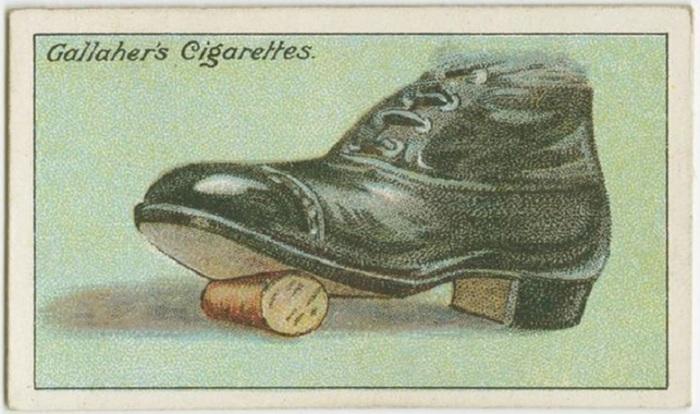 Нужно положить пробку на пол, придавить подошвой ботинка и покатать ногой.