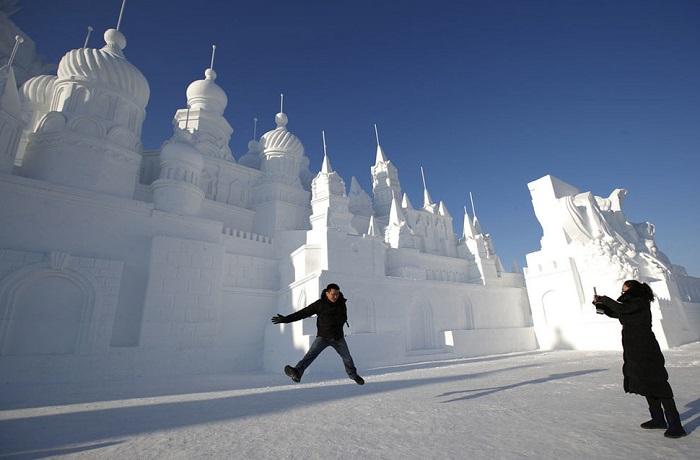 Снежное произведение искусства.