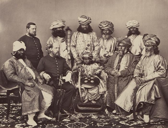 Представители индийской знати с британскими государственными деятелями.