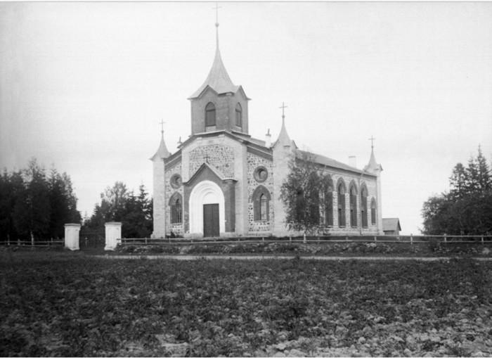 Церковь в Губаницах.
