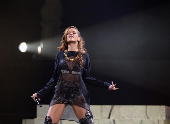 Барбадосская певица Рианна в 2007 году  подписала контракт с Gillette, после чего компания застраховала ноги певицы на $1 млн.