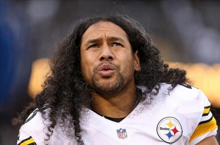 Звезда американского футбола застраховал свою шевелюру на миллион долларов.