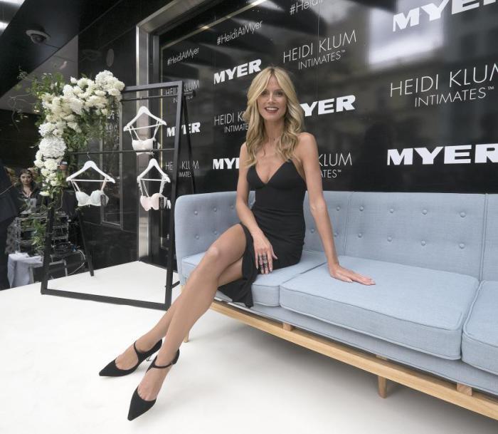 Бывший «ангел» Victoria's Secret Хайди Клум бережет свои ноги, которые так соблазнительны выглядывают из-под коротких платьев или шортов. Она оценила их в $2 млн., но из-за небольшого шрама левая нога супермодели вышла немного дешевле правой.
