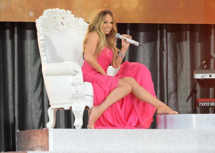 Самые дорогие ноги Голливуда у сладкоголосой Мэрайи Кэри, которая застраховала их на миллиард долларов. Такое решение певица приняла, после того как стала лицом бритвенной компании Gillette.