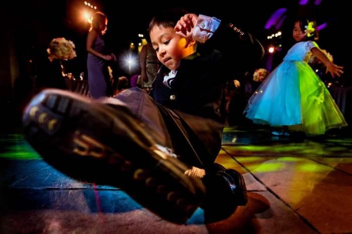 Автор снимка, вошедшего в топ-10 категории «Танцевальная площадка», - канадский фотограф Ланни Манн (Lanny Mann).