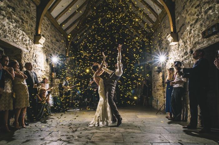 Автор снимка, вошедшего в топ-10 категории «Танцевальная площадка», - фотограф Поль Сантос (Paul Santos) из Великобритании.
