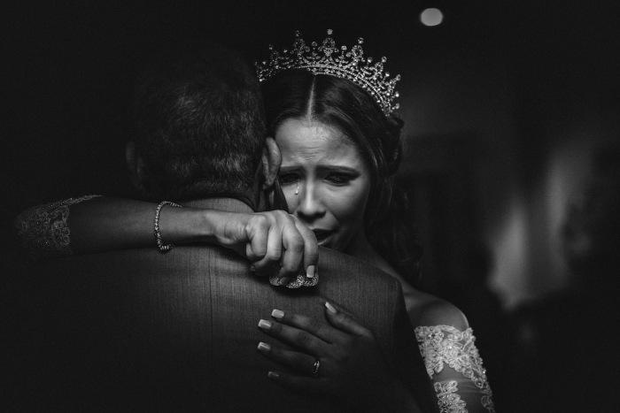 Автор снимка и победитель в категории «Черное и белое» - американский фотограф Бруно Саума (Bruno Sauma).