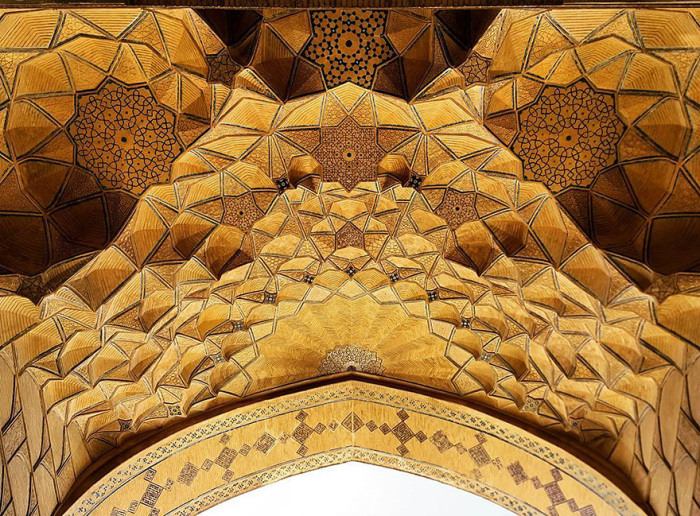 Уникальный потолок мечети.