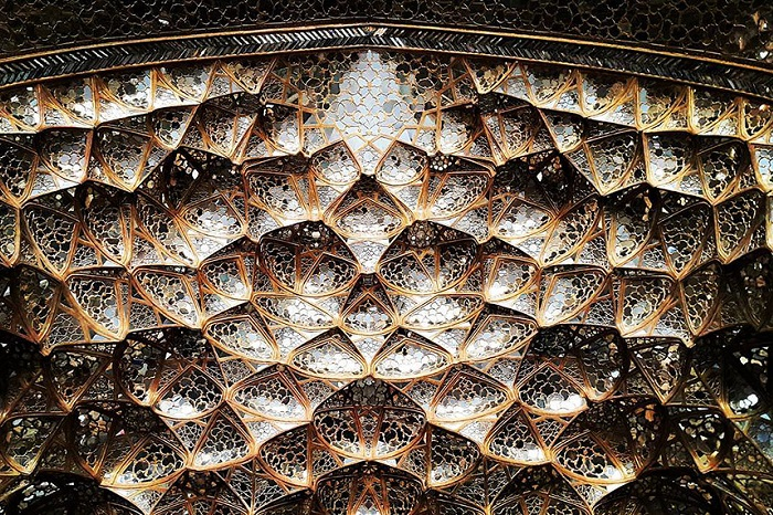 Уникальные узоры потолков мечетей в Иране