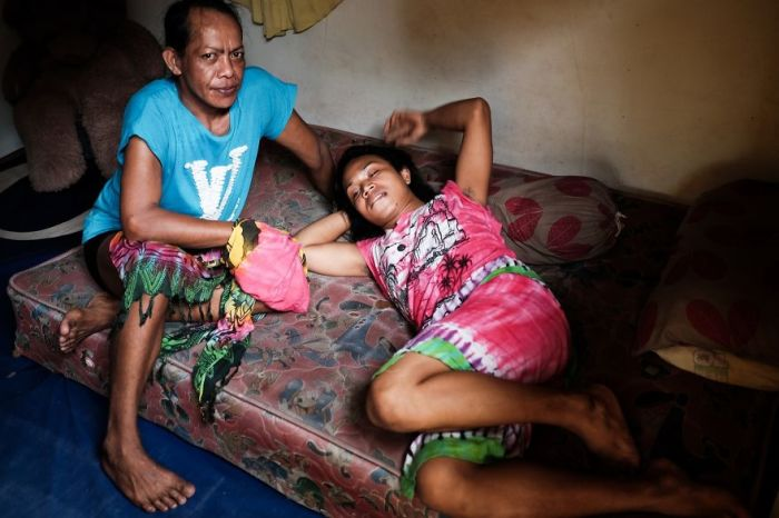 В индонезийском обществе «трансгендерам» приходится бороться за свое право на существование.