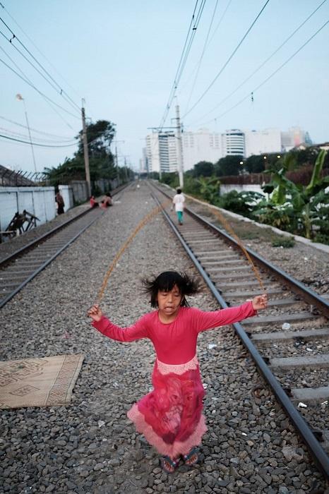 Именно так выглядит место, где могут резвиться дети бедных районов Джакарты.