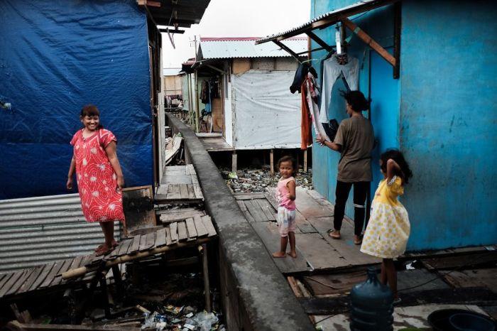 Нищенское жилье жителей бедных районов Джакарты.