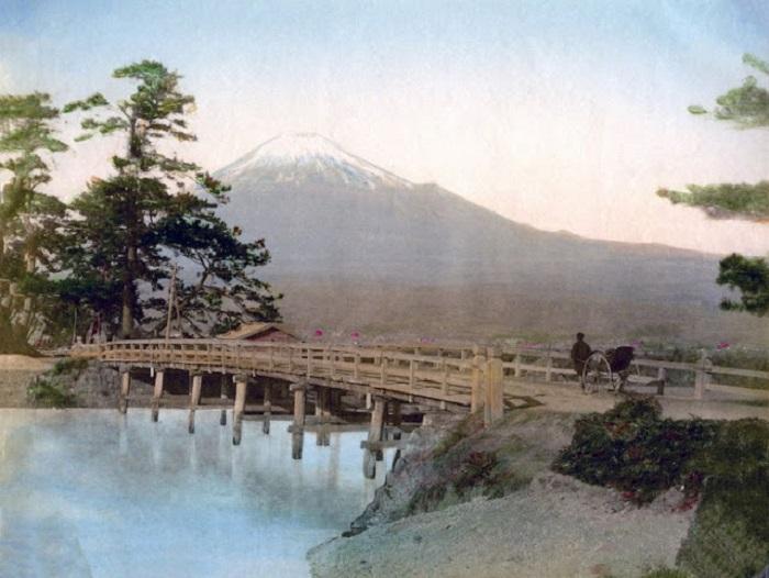 Самая высокая гора страны восходящего солнца родилась в огне и погибнет в нем.