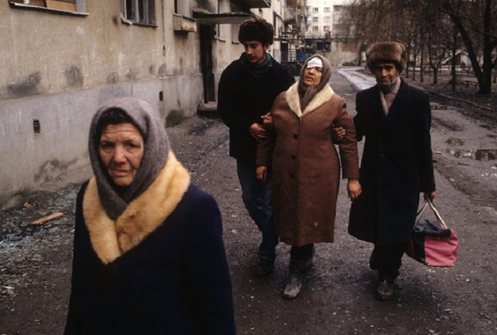 Раненая женщина. Грозный, 1995 год.