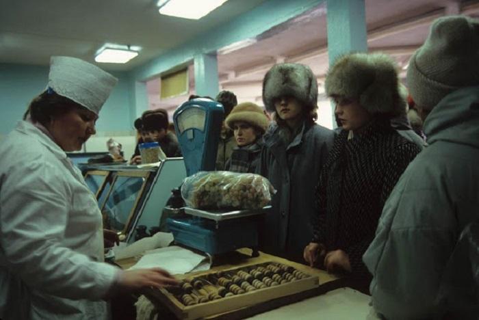 В продуктовом магазине. Порт Провидения, Берингов пролив, 1991 год.