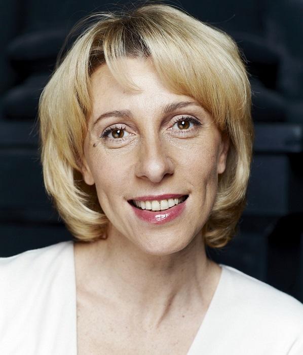 Широкая известность пришла к актрисе после второплановой, но очень яркой роли в популярном телесериале «Не родись красивой». /Фото: teatr-millenium.org