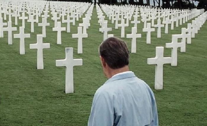 Кадр из эпической военной драмы американского кинорежиссера Стивена Спилберга (Steven Spielberg).