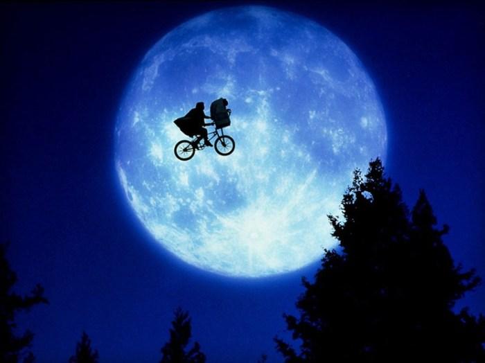 Кадр из фантастического фильма американского кинорежиссера и продюсера Стивена Спилберга (Steven Spielberg).