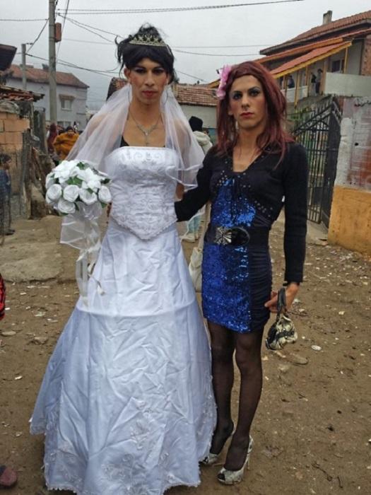 Веселье закончилось массовой дракой, из-за пьяного гостя, пожелавшего узнать, что у невесты под юбкой.