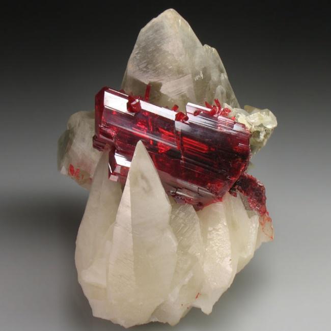 Один из самых красивых минералов мышьяка, известный с античных времен.