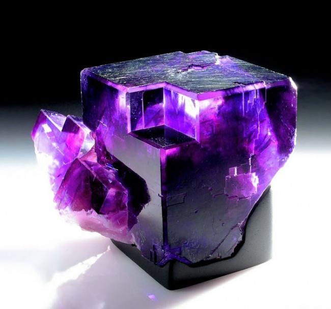 Самый фиолетовый из всех необлагороженных минералов.