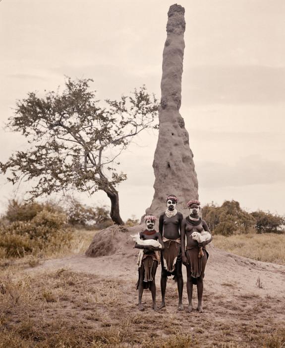 Животные ценятся здесь как символы богатства, во многих племенах мужчины не могут вступать в брак, не выплатив выкупа за невесту в несколько коз или коров.